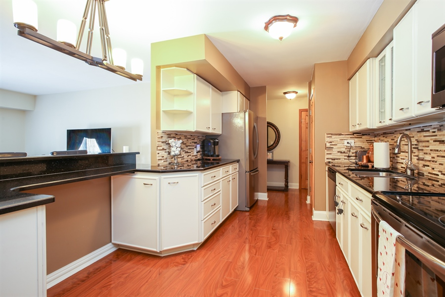 Real Estate Photography - 1414 E Central Rd, 219C, Arlington Heights, IL, 60005 - Kitchen