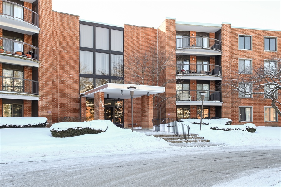 Real Estate Photography - 1414 E Central Rd, 219C, Arlington Heights, IL, 60005 - Front View