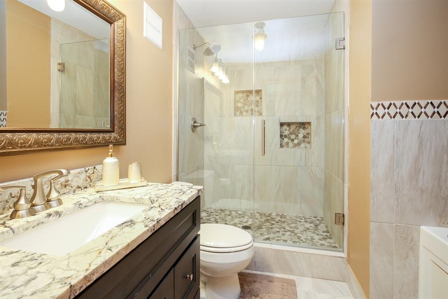 Real Estate Photography - 1414 E Central Rd, 219C, Arlington Heights, IL, 60005 - Bathroom