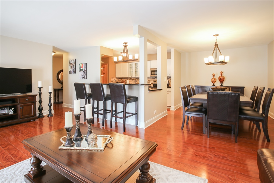 Real Estate Photography - 1414 E Central Rd, 219C, Arlington Heights, IL, 60005 - Kitchen / Dining Room