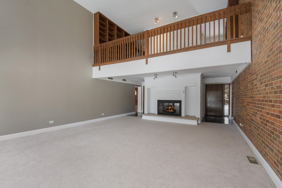 Real Estate Photography - 1663 E Course Dr, Riverwoods, IL, 60015 - Living Room