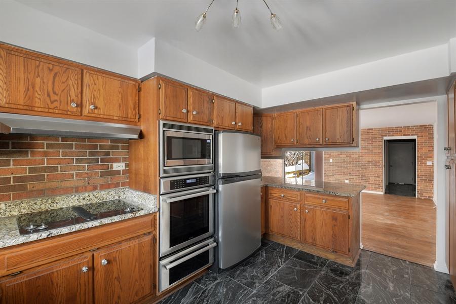 Real Estate Photography - 1663 E Course Dr, Riverwoods, IL, 60015 - Kitchen