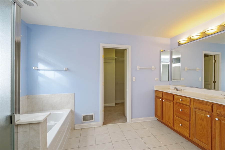 Real Estate Photography - 2660 Goldenrod Ln, Glenview, IL, 60025 - Master Bathroom