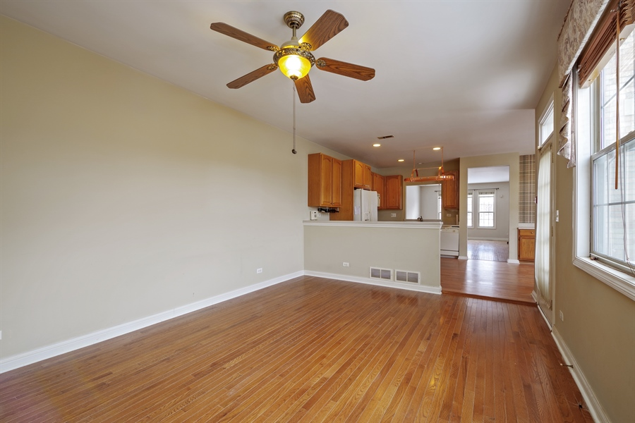 Real Estate Photography - 2660 Goldenrod Ln, Glenview, IL, 60025 - Family Room