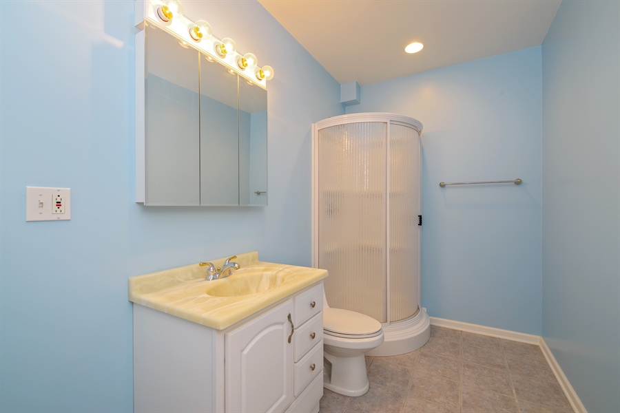 Real Estate Photography - 2660 Goldenrod Ln, Glenview, IL, 60025 - Bathroom