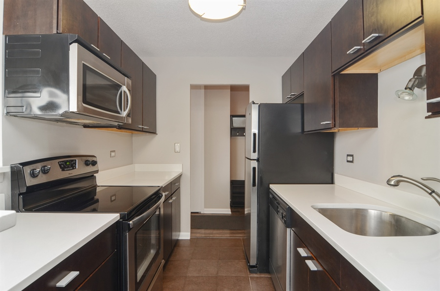 Real Estate Photography - 2700 N Hampden, Unit 15B, Chicago, IL, 60614 - Kitchen
