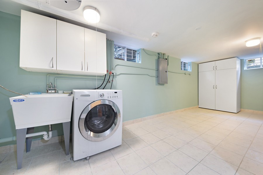 Real Estate Photography - 5316 Howard Ave, Western Springs, IL, 60558 - Laundry Room