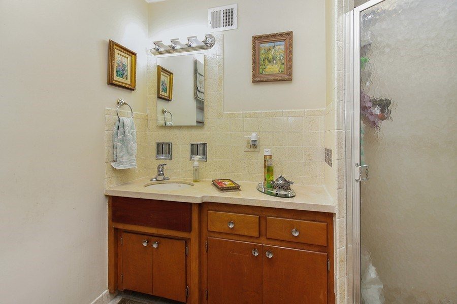 Real Estate Photography - 5316 Howard Ave, Western Springs, IL, 60558 - 2nd Bathroom