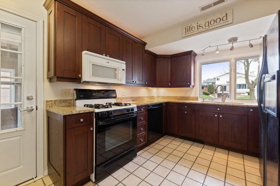 Real Estate Photography - 4052 Western, Western Springs, IL, 60558 - Kitchen