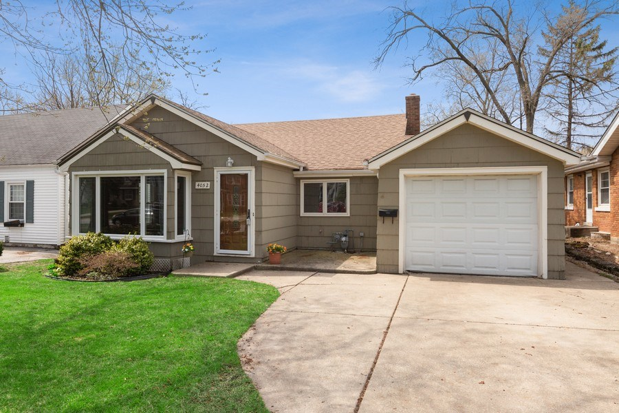 Real Estate Photography - 4052 Western, Western Springs, IL, 60558 - Front View