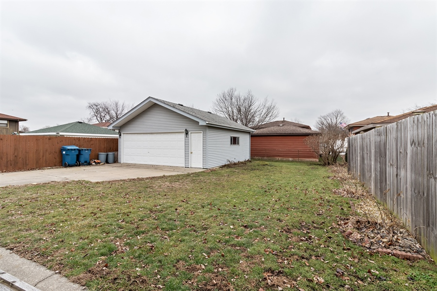 Real Estate Photography - 13717 crestview ct, n/a, crestwood, IL, 60418 - Back Yard