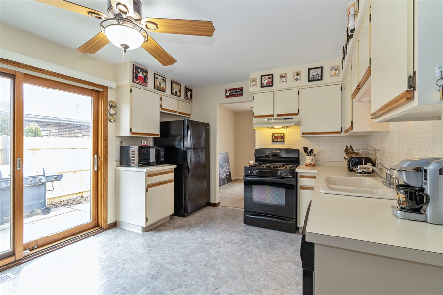 Real Estate Photography - 13717 crestview ct, n/a, crestwood, IL, 60418 - Kitchen