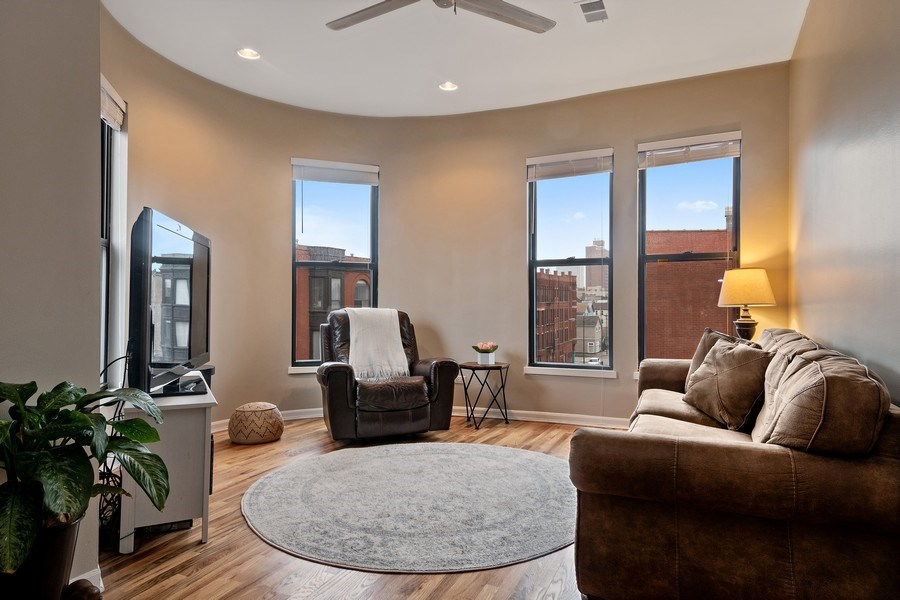 Real Estate Photography - 1367 W. Erie, Unit 4, Chicago, IL, 60642 - Living Room