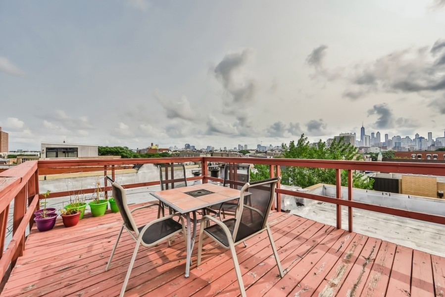 Real Estate Photography - 1367 W. Erie, Unit 4, Chicago, IL, 60642 -