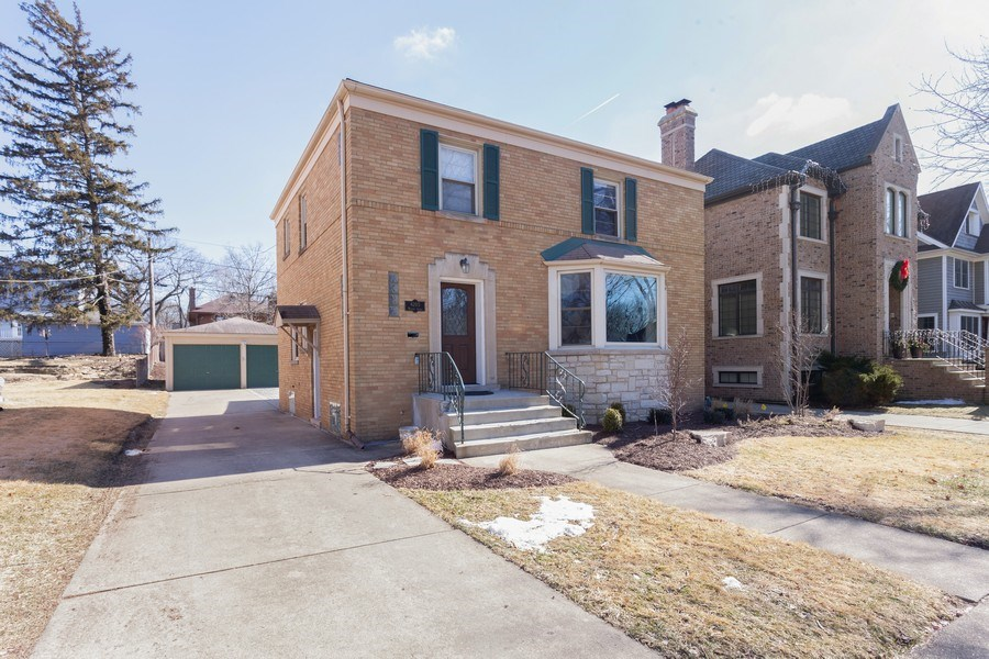 Real Estate Photography - 4205 Western Ave, Western Springs, IL, 60558 - Front View