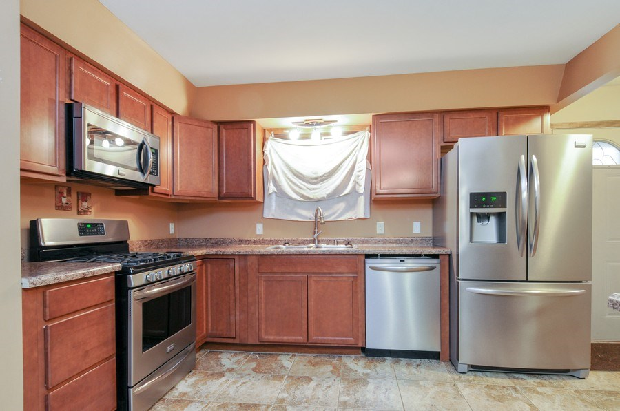 Real Estate Photography - 120 Naden Ct., Yorkville, IL, 60560 - Kitchen