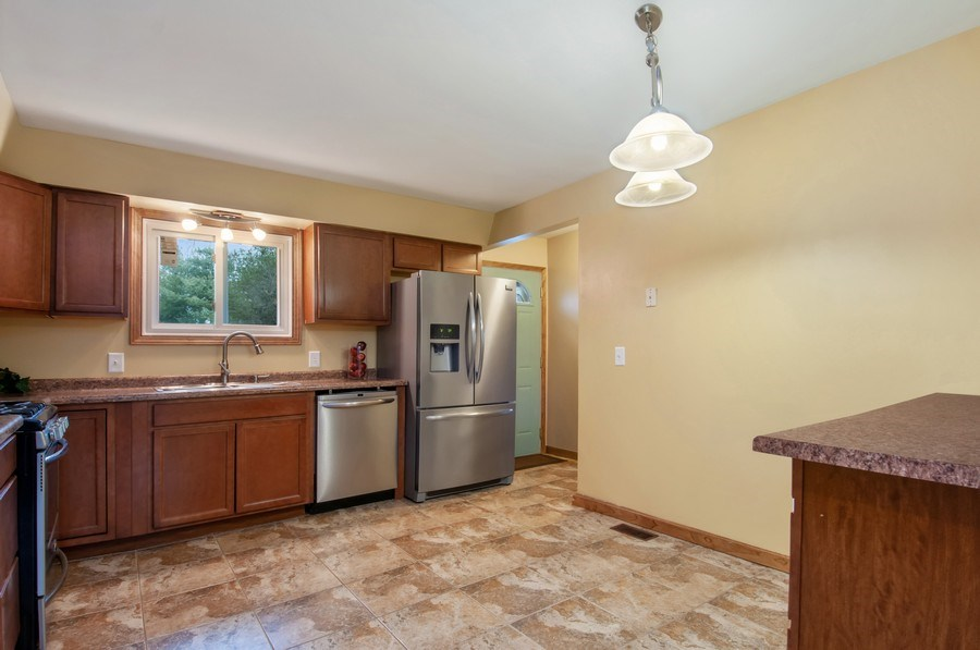Real Estate Photography - 120 Naden Ct., Yorkville, IL, 60560 - Kitchen / Breakfast Room