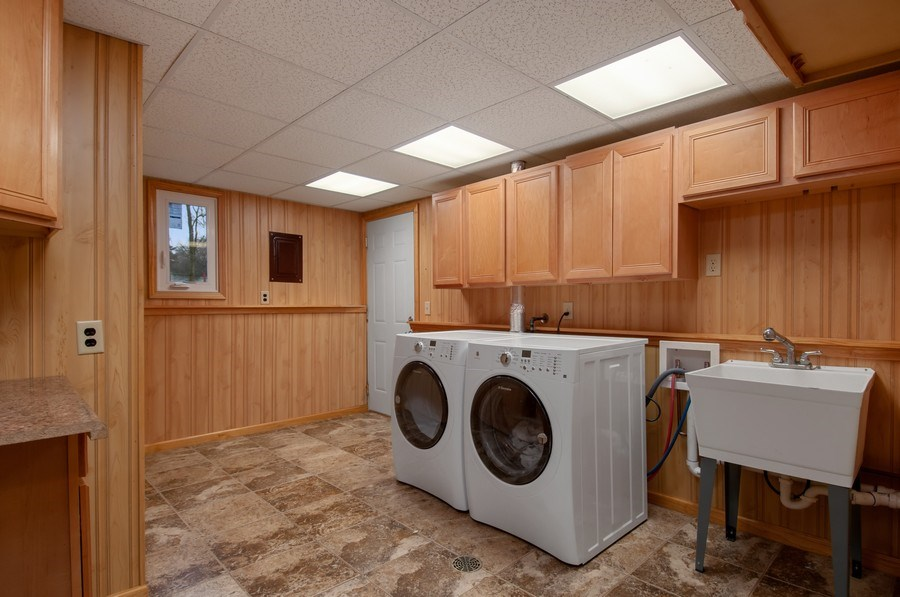 Real Estate Photography - 120 Naden Ct., Yorkville, IL, 60560 - Laundry Room