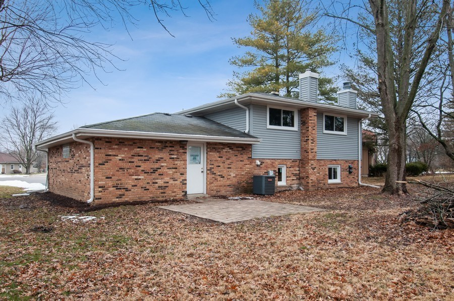 Real Estate Photography - 120 Naden Ct., Yorkville, IL, 60560 - Rear View