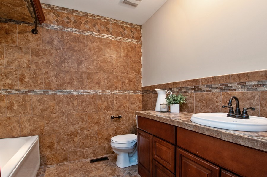 Real Estate Photography - 120 Naden Ct., Yorkville, IL, 60560 - Bathroom