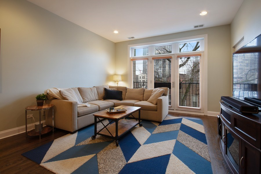 Real Estate Photography - 1510 N Wieland, unit 4, Chicago, IL, 60610 - Living Room