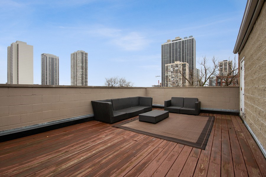 Real Estate Photography - 1510 N Wieland, unit 4, Chicago, IL, 60610 - Roof Deck
