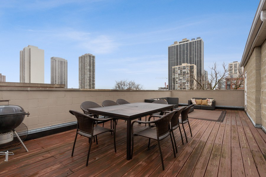 Real Estate Photography - 1510 N Wieland, unit 4, Chicago, IL, 60610 -