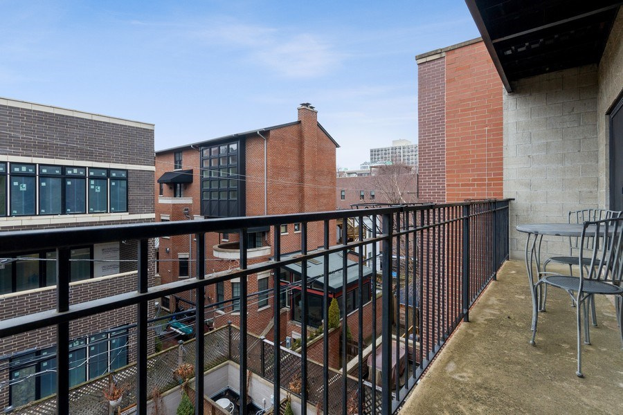 Real Estate Photography - 1510 N Wieland, unit 4, Chicago, IL, 60610 - Deck