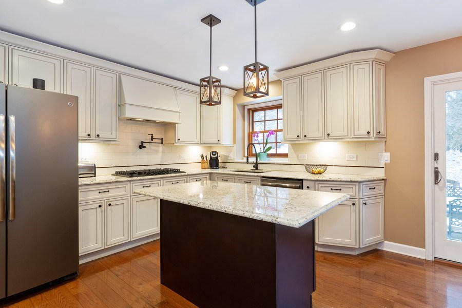 Real Estate Photography - 601 Greens View Drive, Algonquin, IL, 60102 - Kitchen