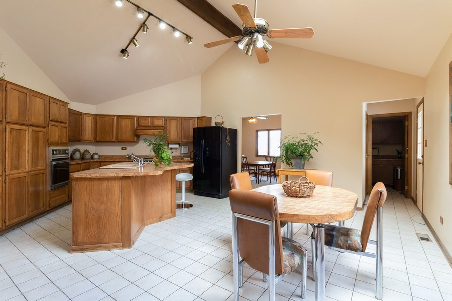 Real Estate Photography - 14855 Westwood Drive, Orland Park, IL, 60462 - Kitchen