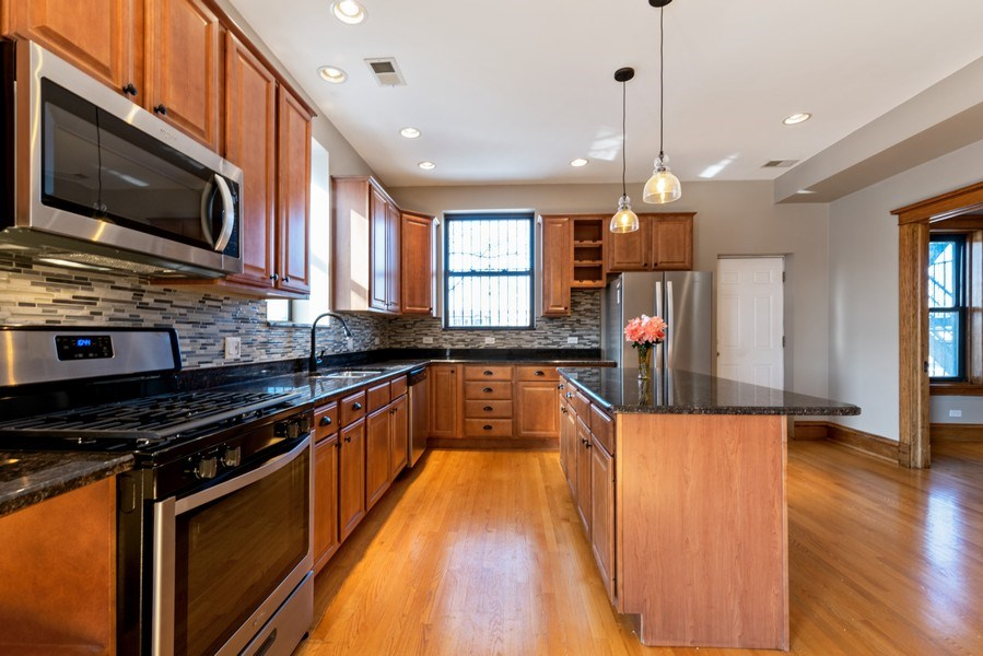 Real Estate Photography - 5356 S Indiana, #2S, Chicago, IL, 60615 - Kitchen