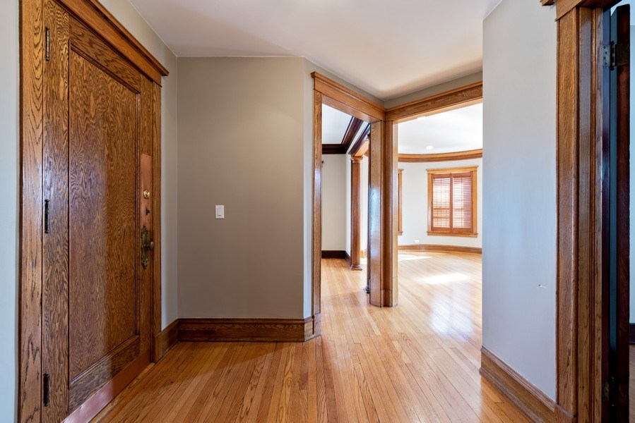 Real Estate Photography - 5356 S Indiana, #2S, Chicago, IL, 60615 - Foyer
