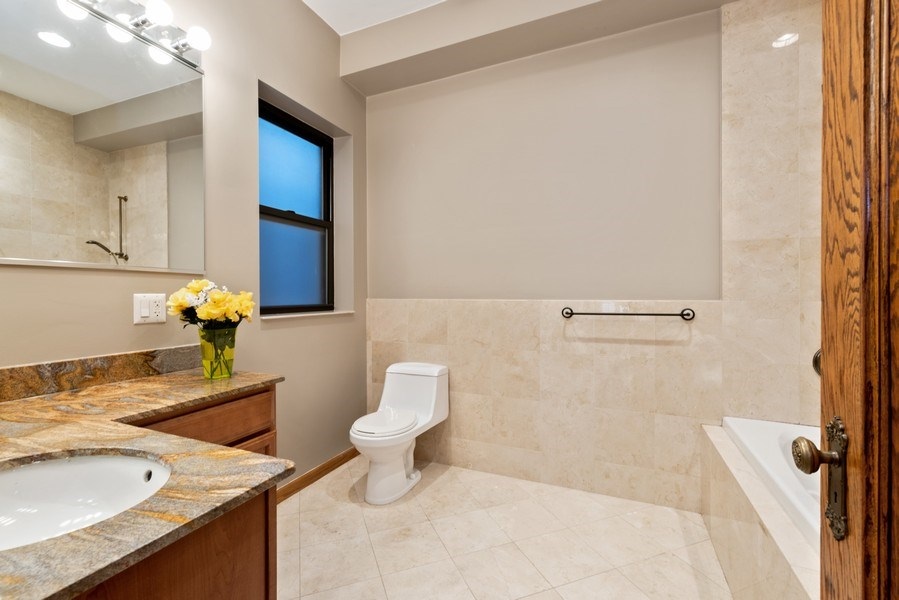 Real Estate Photography - 5356 S Indiana, #2S, Chicago, IL, 60615 - Bathroom