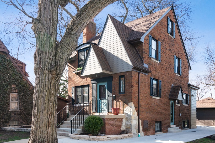Real Estate Photography - 510 Berkeley Rd, Riverside, IL, 60546 - Side View