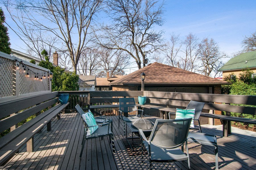 Real Estate Photography - 510 Berkeley Rd, Riverside, IL, 60546 - Deck