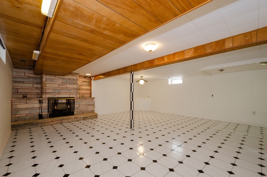 Real Estate Photography - 8738 Stolting, Niles, IL, 60714 -