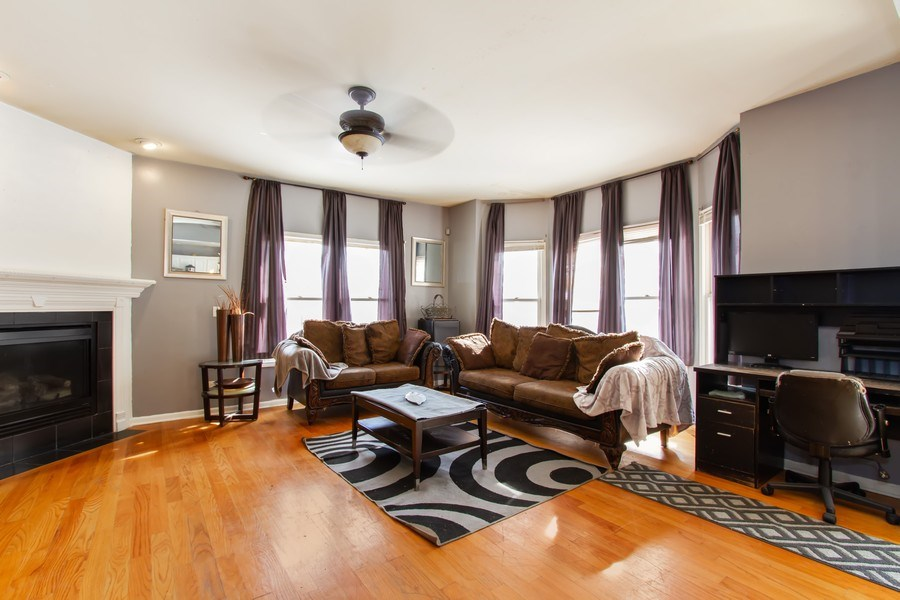 Real Estate Photography - 14 Pembrook Ct, Flossmoor, IL, 60422 - Living Room