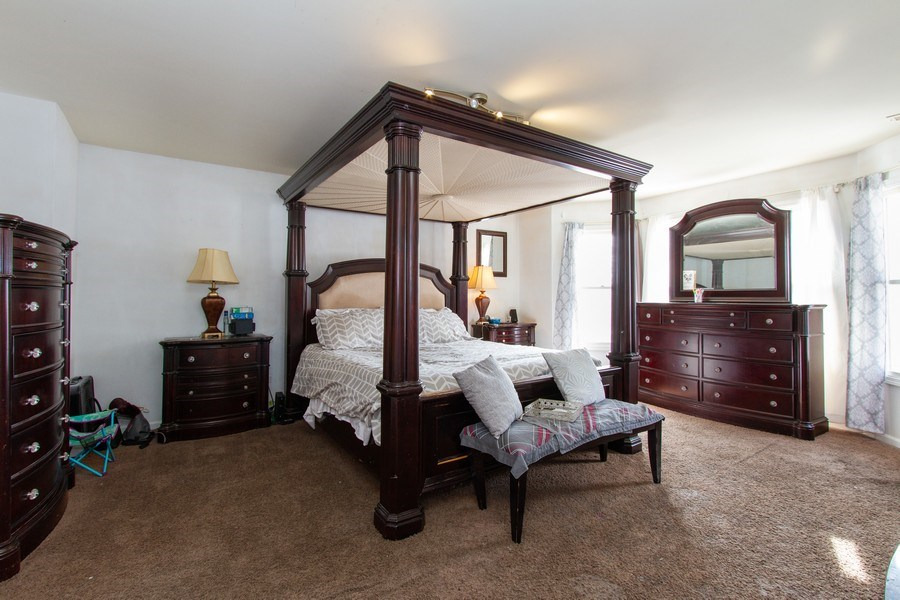Real Estate Photography - 14 Pembrook Ct, Flossmoor, IL, 60422 - Master Bedroom