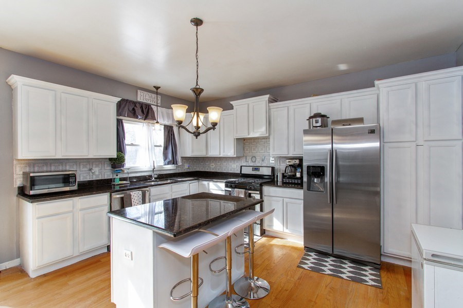 Real Estate Photography - 14 Pembrook Ct, Flossmoor, IL, 60422 - Kitchen