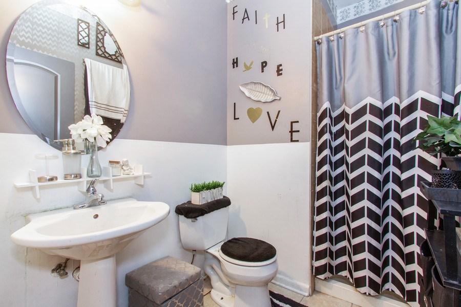 Real Estate Photography - 14 Pembrook Ct, Flossmoor, IL, 60422 - Bathroom