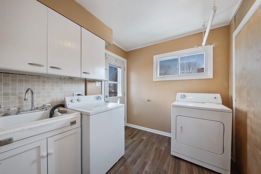 Real Estate Photography - 601 N Grace st, lombard, IL, 60148 - Laundry Room