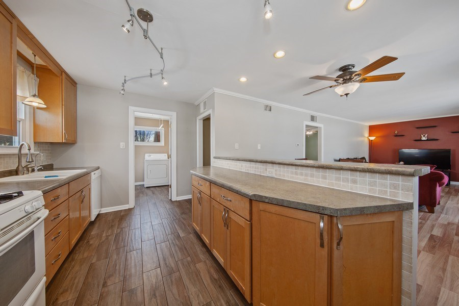 Real Estate Photography - 601 N Grace st, lombard, IL, 60148 - Kitchen
