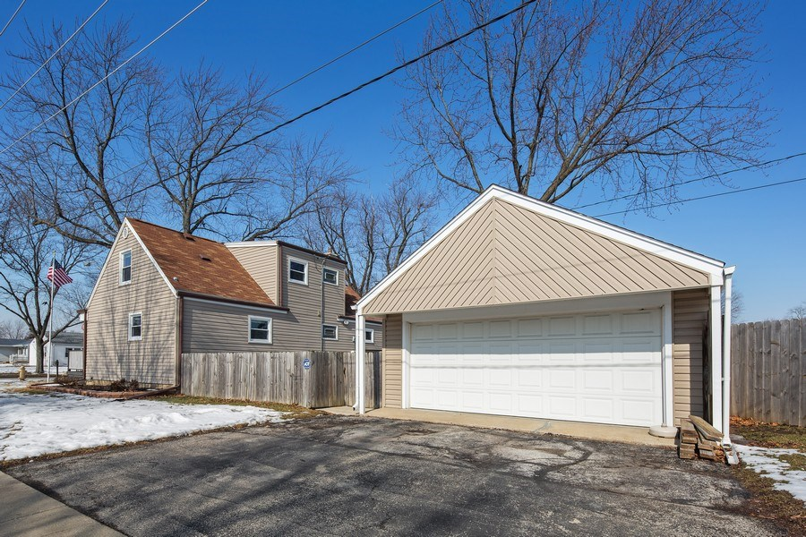 Real Estate Photography - 601 N Grace st, lombard, IL, 60148 - Side View