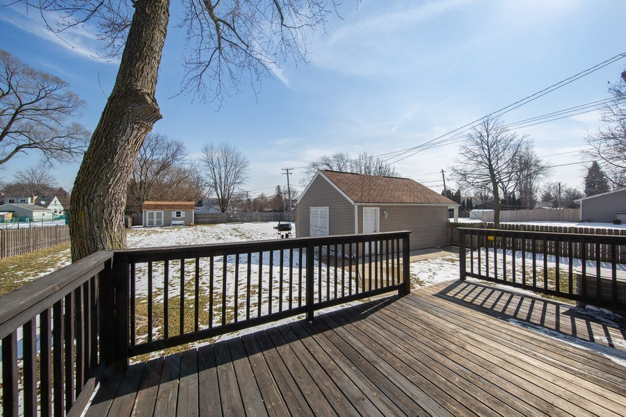 Real Estate Photography - 601 N Grace st, lombard, IL, 60148 - Deck