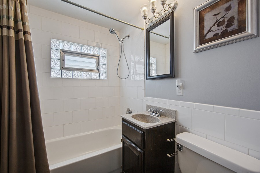 Real Estate Photography - 601 N Grace st, lombard, IL, 60148 - 2nd Bathroom