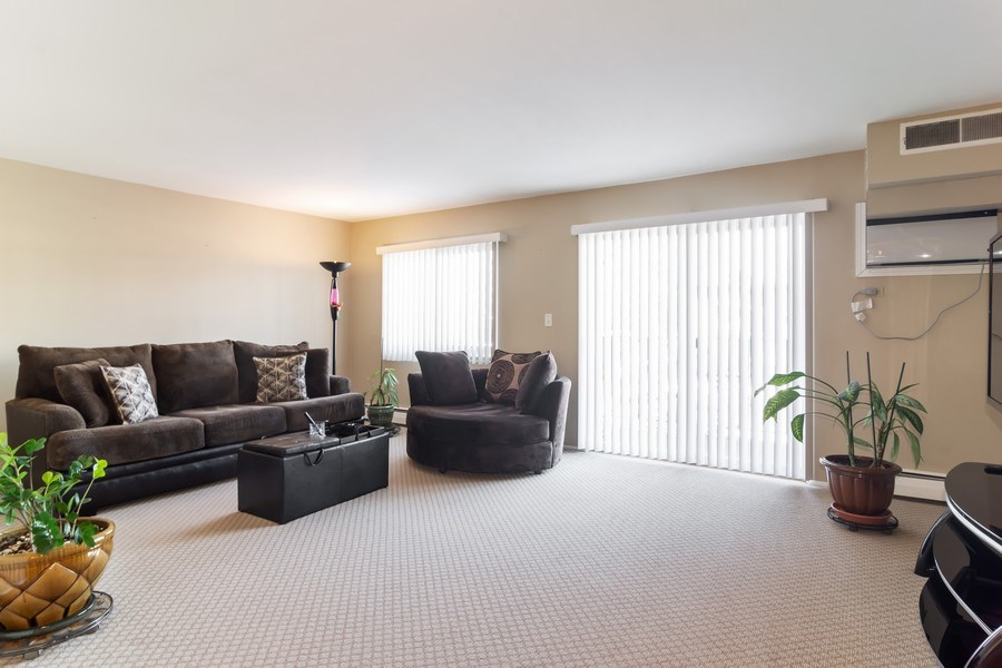 Real Estate Photography - 505 S. Cleveland Ave. #204, Arlington Heights, IL, 60005 - Living Room