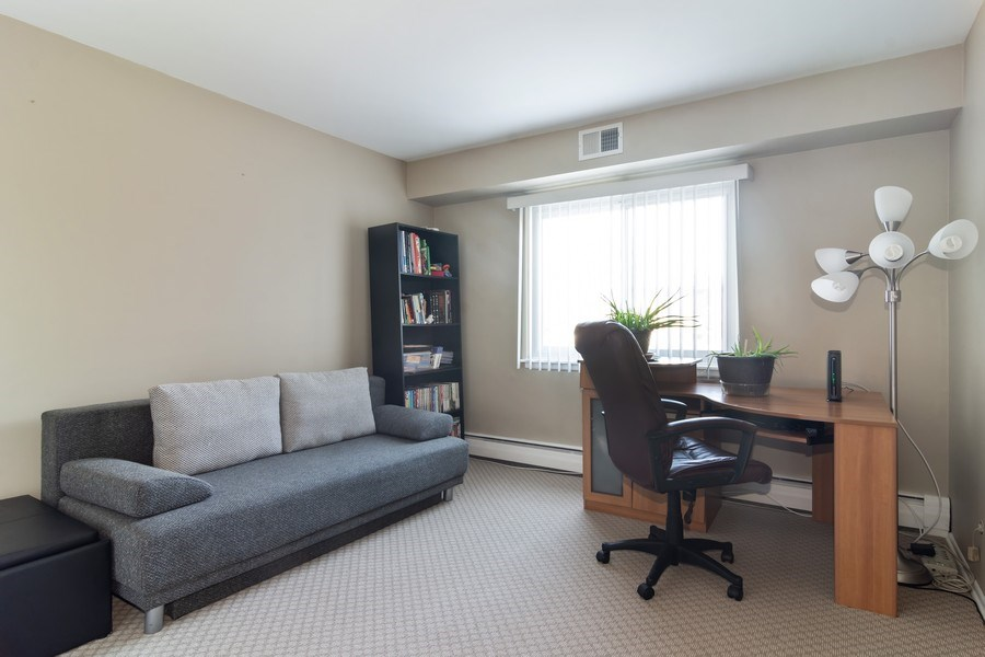 Real Estate Photography - 505 S. Cleveland Ave. #204, Arlington Heights, IL, 60005 - 2nd Bedroom