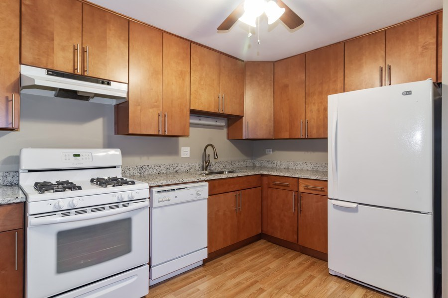 Real Estate Photography - 505 S. Cleveland Ave. #204, Arlington Heights, IL, 60005 - Kitchen