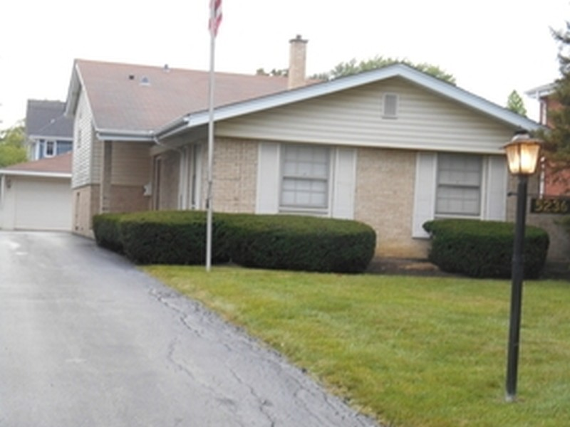 Real Estate Photography - 5236 Grand Ave, Western Springs, IL, 60558 -