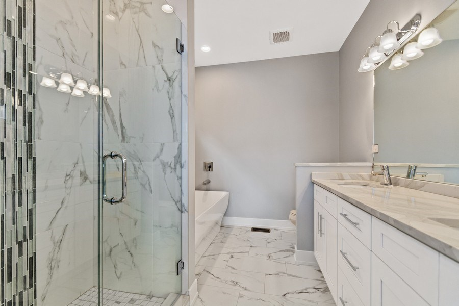 Real Estate Photography - 4714 S Calumet, Chicago, IL, 60653 - Master Bathroom